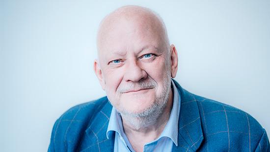Bo Svensson, VD på Sund Affärsbyrå intervjuas om behovet av vaksamhet när det gäller avgifterna i kapitalförsäkringarna